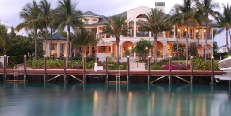 5. Single Family Homes for Sale at Ocean Club Estates, Nassau And Paradise Island Bahamas
